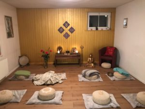 Meditation und Bhajan-Singen